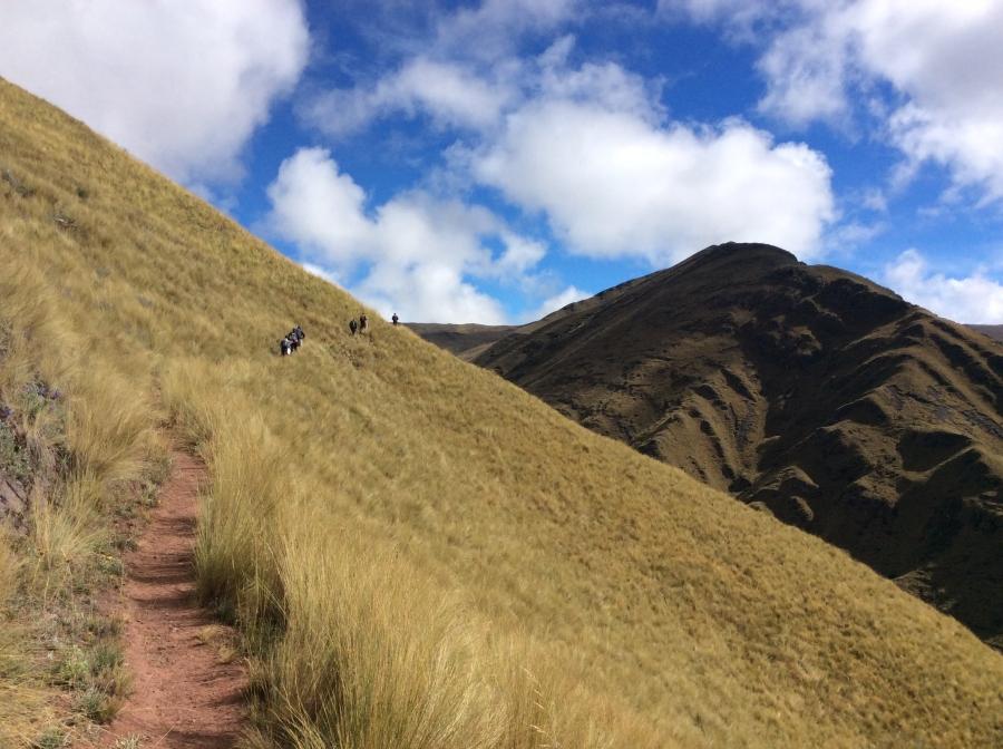 trekking Huchuy qosqo trail to Machupicchu