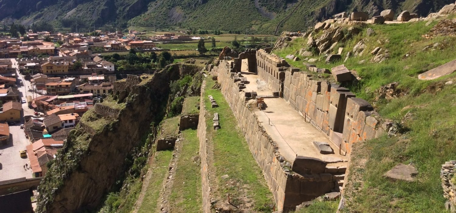 sacred valley tour with Ollantaytambo Inca site Peru