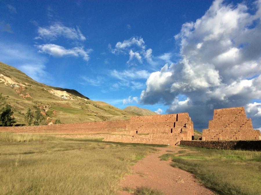 Rumi-qolqa-tour-Cusco-Peru