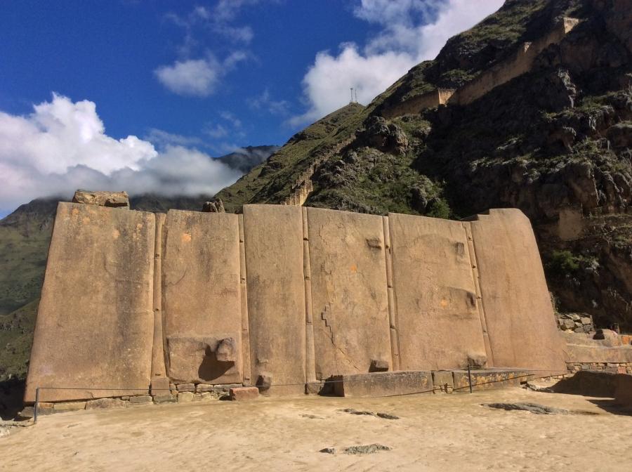 Ollantaytambo Inca site in 4 days tour Peru