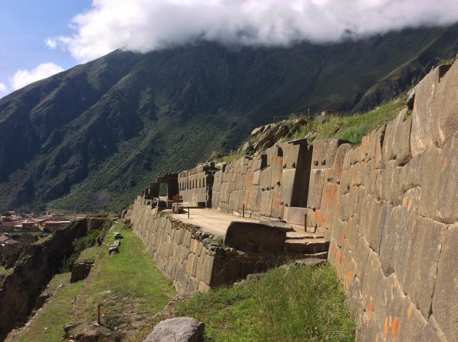 Ollantaytambo Inca site with Machupichu tour