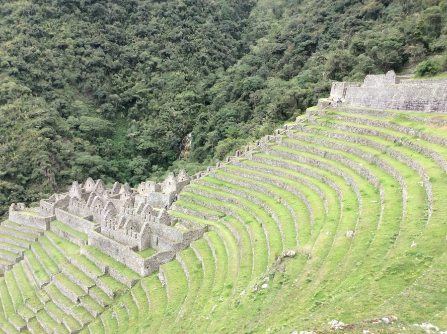 Wiñayhuayna Inca sites with short Inca trail