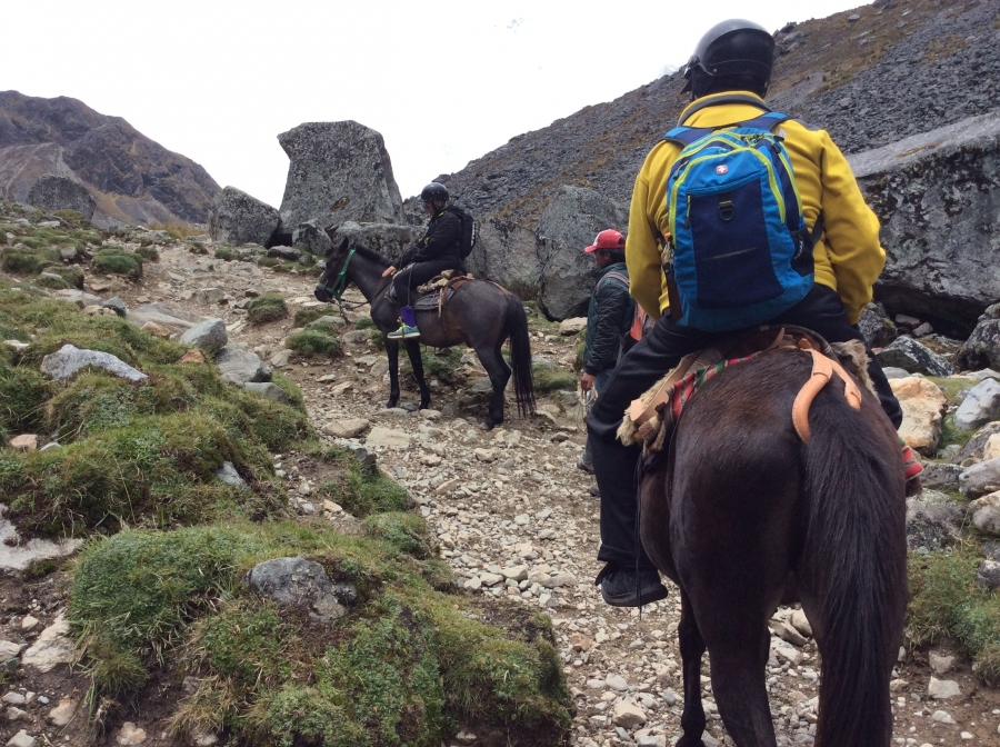 Salkantay horseback riding with Machupicchu