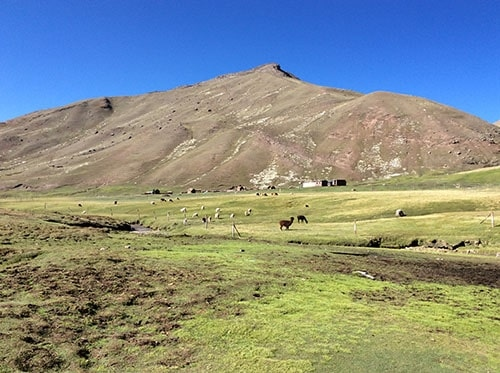 2 days trail hike rainbow mountain Peru