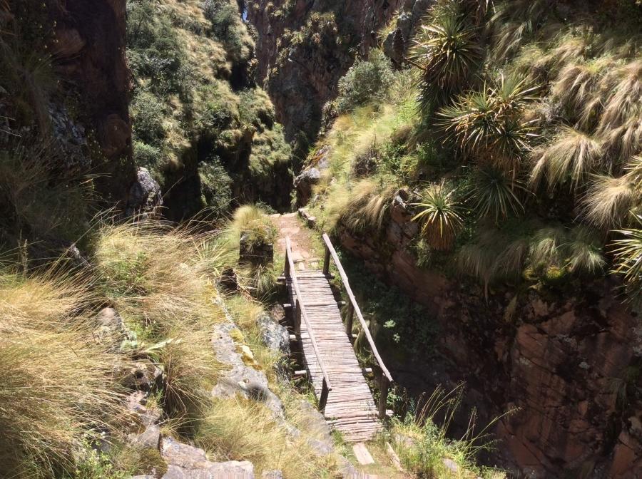 Huchuy Qosqo trail for trekking with llamas in Peru