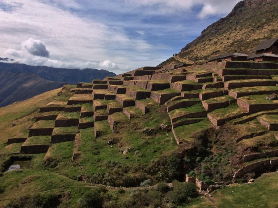 Inca fortress Huchuy Qosqo in Peru