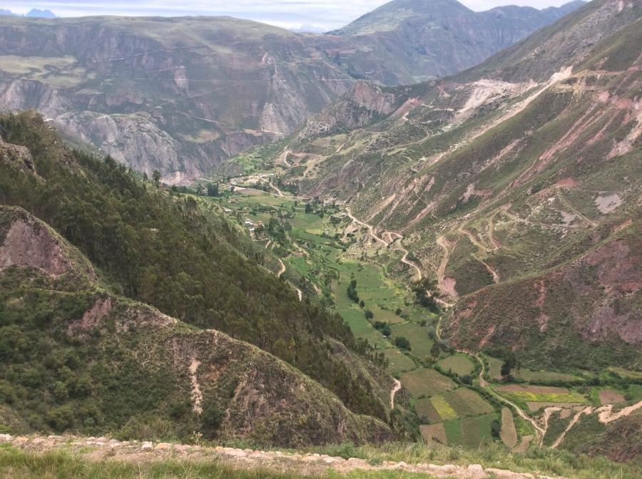Perolniyoc waterfall valley hike
